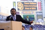 Hoffman thanks the city of San Diego and Padres fans during his induction speech